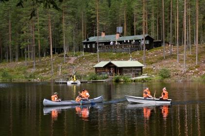 Nya gäster anländer och ger sig ut på sjön.